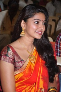 Tamil Actress Sneha Saree Still